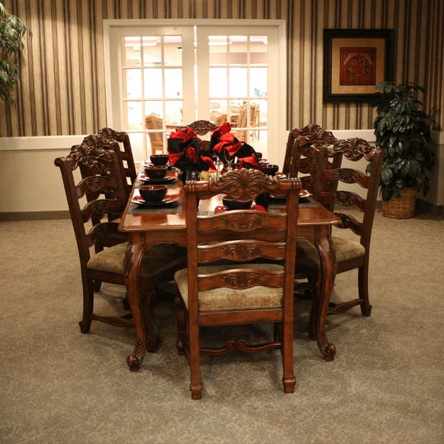 Private dining for seniors at Spring Creek