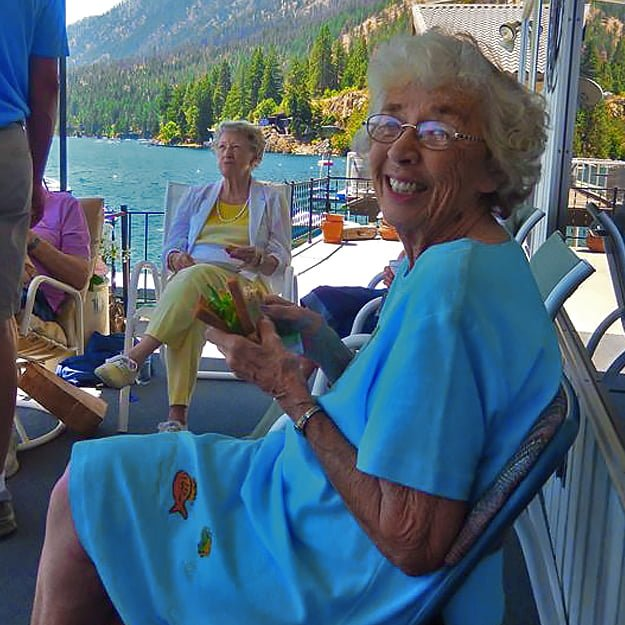 Senior living residents enjoy a day trip - East Wenatchee