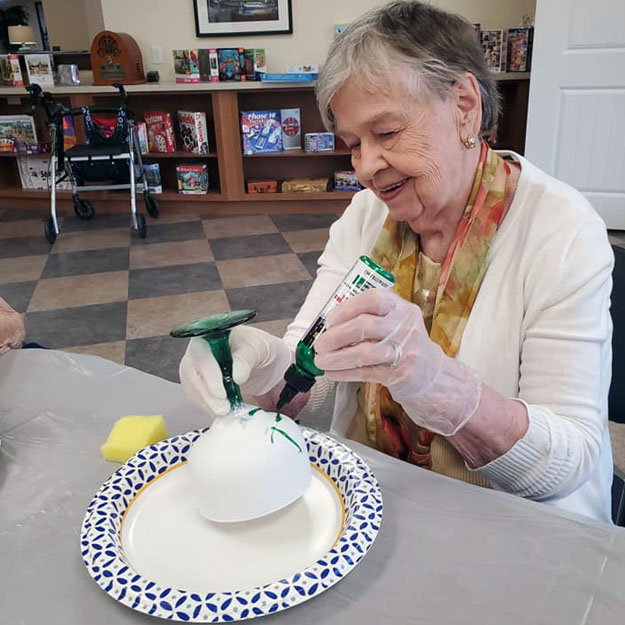 Memory care senior has fun in her independent living community for seniors with retirement